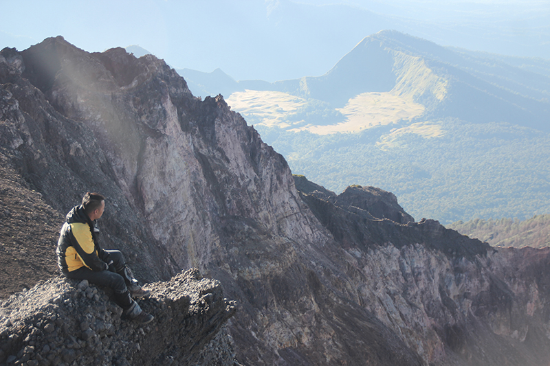 the-perks-of-being-twenty-rinjani-lombok-travel-mountain-hiking-summit-attack-09