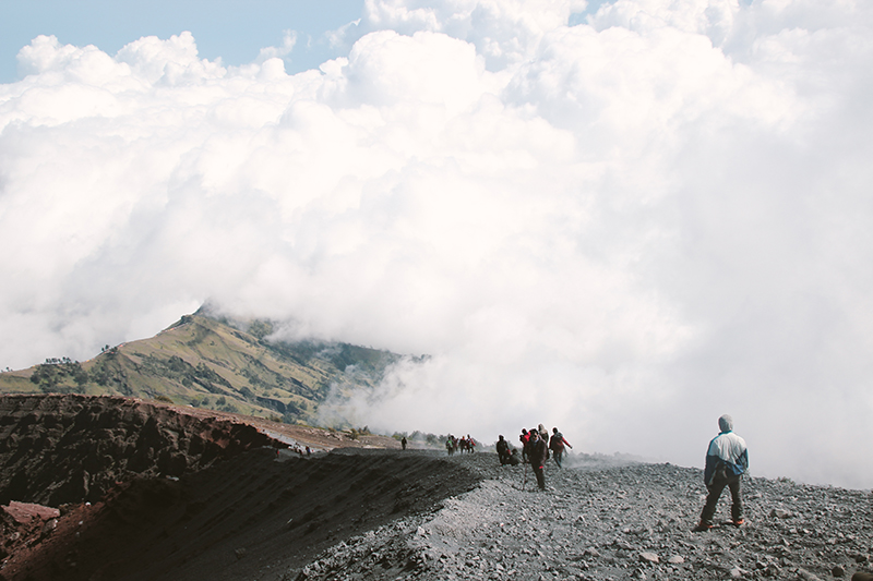 the-perks-of-being-twenty-rinjani-lombok-travel-mountain-hiking-summit-attack-15